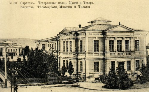 Saratov, teatralnaya Square. In the foreground Radishchevsky Museum