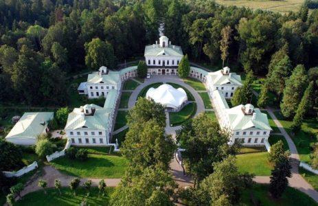 Manor Serednikovo from above