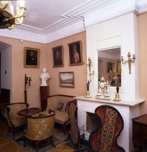 Estate Muranovo. Large living room