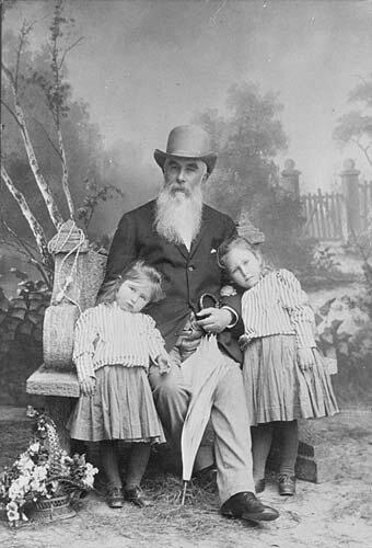 Alexey Ivanovich Abrikosov with granddaughters