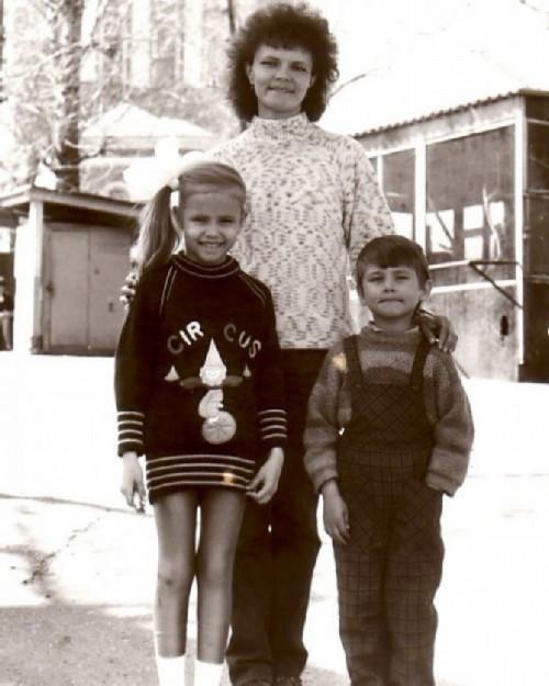 Natasha Poly with mom and brother