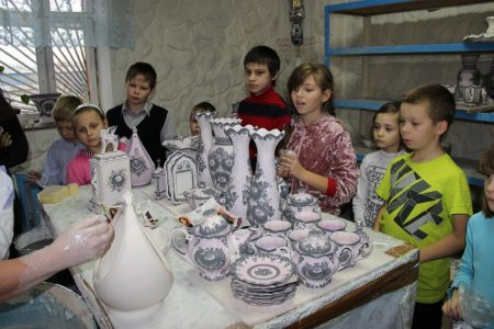 Schoolchildren on a guided tour in the Gzhel porcelain factory