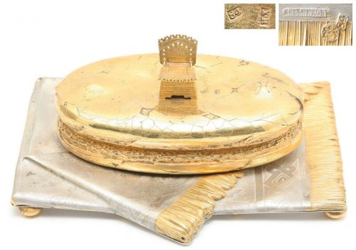 This salt shaker imitates bread and cloth. Khlebnikov Jewelry Company