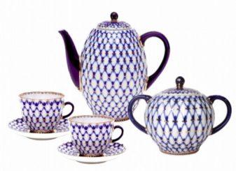Cobalt mesh pattern on porcelain from Anna Adamovna Yatskevich