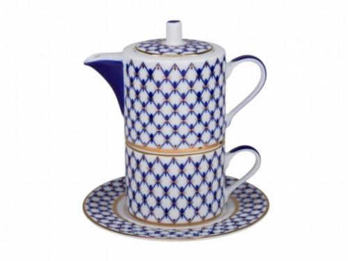 Cobalt mesh pattern on porcelain