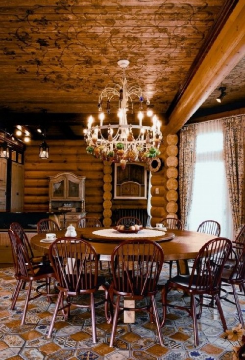 Hall with a chic chandelier in Russian style