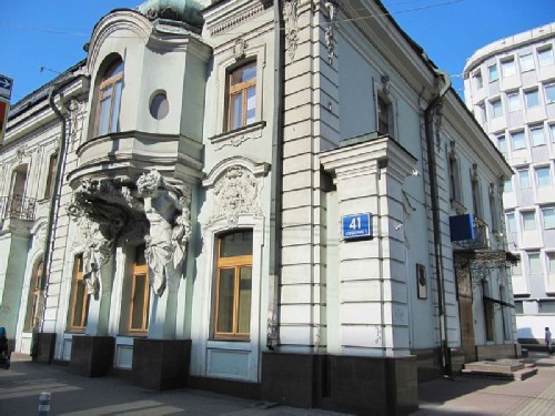 Matvey Sidorovich Kuznetsov - the main porcelain manufacturer of Russia, lived in this house in 1874 - 1911 (Moscow, Prospekt Mira, 41)