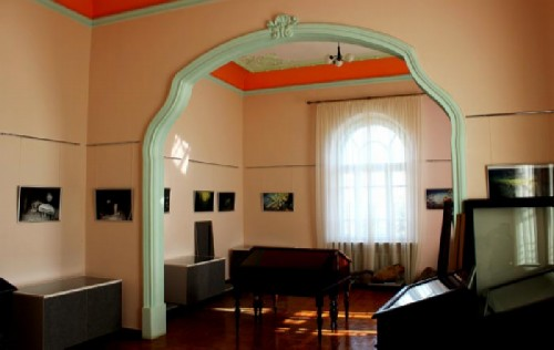 Museum exhibits are housed in the palace apartments
