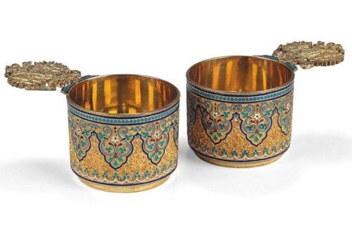 Pair of silver gilded cups decorated with cloisonné enamel (height 4.5 cm), Antip Kuzmichev, Moscow, 1895
