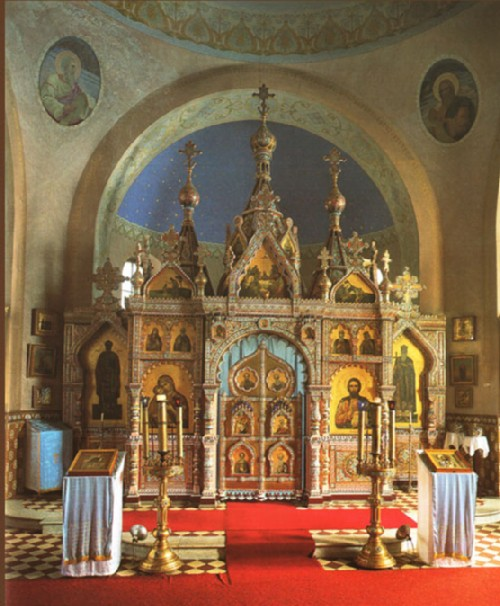 Kuznetsov's porcelain. The altar, made by the Kuznetsovs for the church in Novokharitonovo, received the Grand Prix de France at the end of the nineteenth century. Only a copy of it has survived.