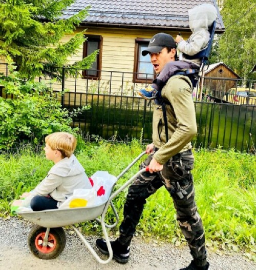 Maxim Matveev with children