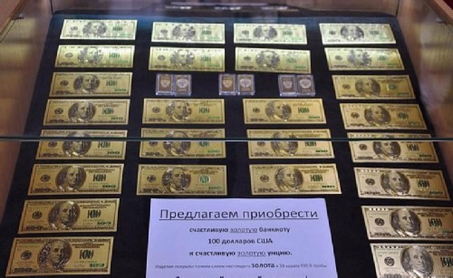 Lucky 100 dollars gold banknote