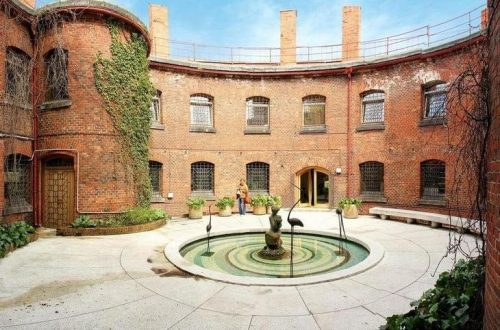 The courtyard of the amber museum with a fountain and pool in the center.