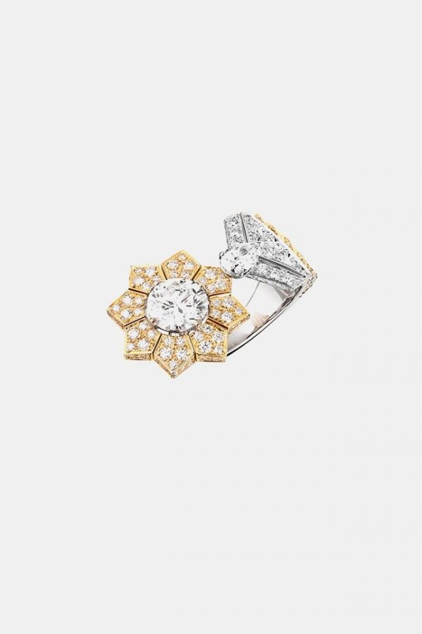 Chanel Russian collection. Médaille Solaire ring.